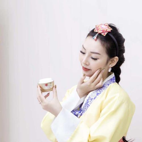Kem dưỡng trắng Hàn Quốc